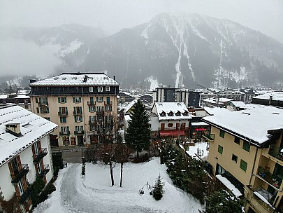 2018-01-21 12.26.24_HDR LG6 Simon - view from Hotel Richemond room.jpeg: 4160x3120, 3797k (2018 Jan 21 12:25)