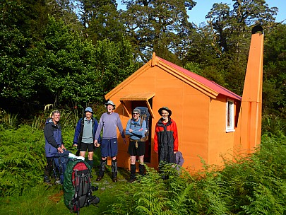 2019-01-14 08.53.46 P1020404 Simon - departing Tunnel Creek Hut - Philip Jim Bruce Alan Brian.jpeg: 4608x3456, 6052k (2019 Jun 20 09:11)
