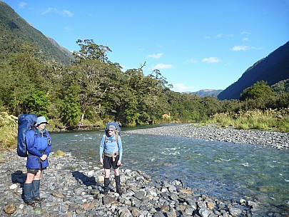 2019-01-14 09.01.56 P1050656 Philip - Jim and Alan upstream from Tunnel Creek hut.jpeg: 4320x3240, 5764k (2019 Jun 24 09:12)
