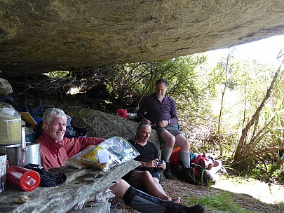2019-01-14 15.44.42 P1010538 Brian - Bruce Jim Simon inside the Paringa Rock biv.jpeg: 4000x3000, 5011k (2019 Jun 24 09:09)