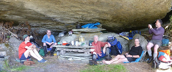 2019-01-14 15.45.09 Panorama Jim - Brian Alan Bruce Jim Simon inside the Paringa rock biv_stitch.jpg: 6746x2812, 18442k (2019 May 10 09:46)
