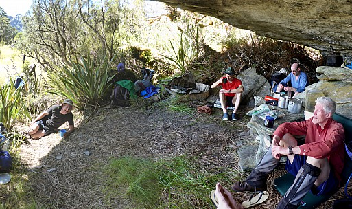 2019-01-14 15.47.48 Panorama Simon - inside Paringa Rock Biv_stitch.jpg: 7646x4534, 39884k (2019 Jun 20 09:11)