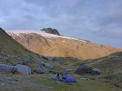2019-01-16 20.54.34 P1020534 Simon - campsite with sunset on Mt Hooker.jpeg: 4608x3456, 6356k (2019 Jun 20 09:11)