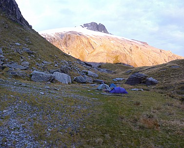 2019-01-16 20.54.57 Panorama Simon - campsite with sunset on Mt Hooker_stitch.jpg: 5622x4539, 23695k (2019 Jun 20 09:11)