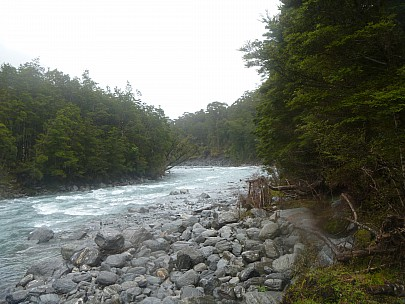 2019-01-20 15.43.50 P1000667 Jim - down Otoko River from campsite.jpeg: 4320x3240, 4842k (2019 May 10 09:46)