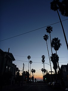 2014-01-20 17.24.27 P1000093 Simon - Bay Street, Santa Monica, to sea at dusk.jpeg: 3000x4000, 3427k (2014 Jan 21 00:24)