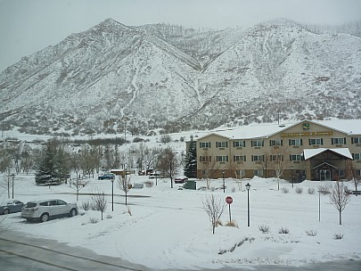 2014-01-30 10.39.30 P1000249 Simon - view from Glenwood Springs Inn snow overnight.jpeg: 4000x3000, 5855k (2014 Aug 31 04:51)
