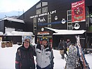2015-02-10 16.30.37 P1010417 Simon - end of the day waiting for bus at Iwatake Gondola.jpeg: 4000x3000, 5083k (2015 Feb 10 07:30)