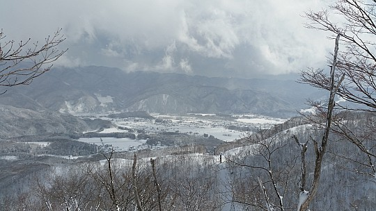 2015-02-10 12.26.01 Jim - Iwatake - view down Gondola to valley.jpeg: 5312x2988, 5799k (2015 Feb 21 08:27)