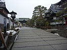 2015-02-13 14.44.47 P1010524 Simon - path to Zenko-ji.jpeg: 4000x3000, 5676k (2015 Jun 07 02:19)