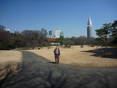 2016-03-03 11.18.32 P1020428 Adrian - Simon at Yoyogi Park.jpeg: 4000x3000, 5880k (2016 Mar 07 09:35)