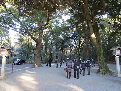 2017-01-12 15.11.18 IMG_8371 Anne - leaving Mei-ji Shrine.jpeg: 4608x3456, 8187k (2017 Jan 26 05:34)
