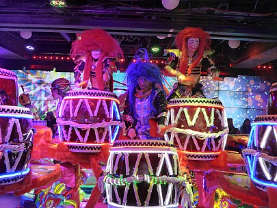 2017-01-12 18.09.24 P1010212 Simon - Robot Restaurant drumming.jpeg: 4608x3456, 6048k (2017 Jan 28 08:46)