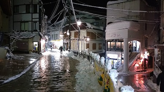 2017-01-17 19.04.39 IMG_20170117_190439117 Simon - Nozawa Onsen night street view.jpeg: 4160x2340, 1094k (2017 Jan 17 10:08)