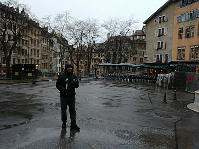 2018-01-20 14.10.42_Burst30 LG6 Simon - Jim at Place du Bourg-de-Four.jpeg: 4160x3120, 3485k (2018 Jan 21 08:02)