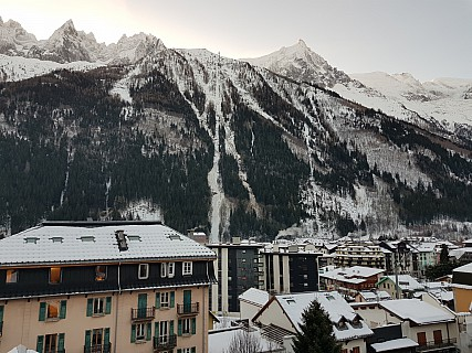 2018-01-24 08.11.45 Jim - L'Aiguille du Midi and gondola from Hotel.jpeg: 4032x3024, 4589k (2018 Mar 10 04:15)
