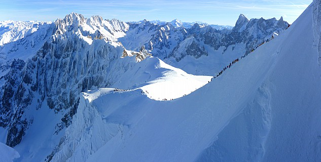 2018-01-24 10.16.39 Panorama Simon - view of L'Aiguille du Midi ar�te_stitch.jpg: 7101x3590, 21869k (2019 Sep 29 05:41)