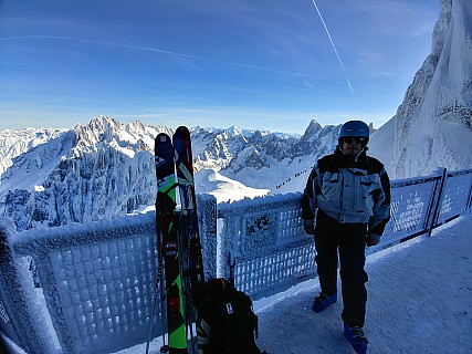2018-01-24 10.58.54_HDR LG6 Simon - Jim on l'Aiguille du Midi bridge.jpeg: 4160x3120, 3619k (2018 Jan 24 15:56)