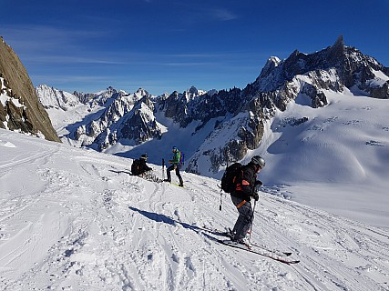 2018-01-24 12.24.02 Jim - Simon and group on Vall�e Blanche n�v�.jpeg: 4032x3024, 4838k (2018 Mar 10 04:18)