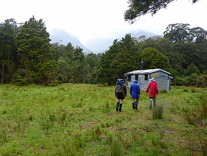 2019-01-13 11.23.08 P1020374 Simon - second group arriving at Condon Hut.jpeg: 4608x3456, 6636k (2019 Jun 20 09:11)