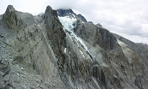 2019-01-17 13.36.09 Panorama Simon - icefall off Mt Hooker_stitch.jpg: 7782x4698, 35425k (2019 Jun 20 09:11)