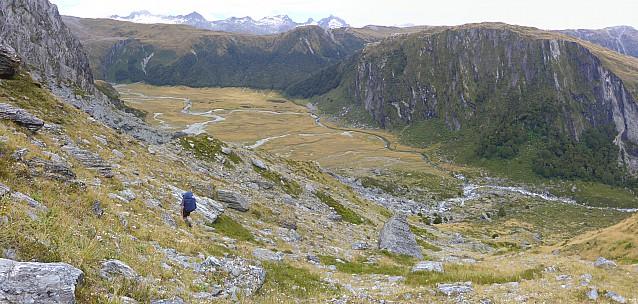 2019-01-17 14.23.39 Panorama Simon - Jim descending spur_stitch.jpg: 7052x3360, 24741k (2019 Jun 20 09:11)