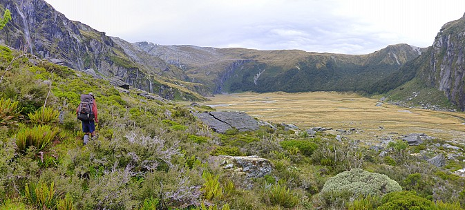 2019-01-17 15.16.42 Panorama Simon - Bruce sidling at 1,000m_stitch.jpg: 7406x3344, 25794k (2019 Jun 20 09:11)