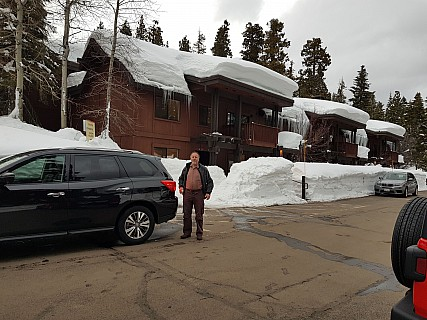 2019-02-24_17.37.38 Jim - Simon and Pathfinder outside our Granlibakken apartment.jpeg: 4032x3024, 1603k (2019 Feb 25 06:35)