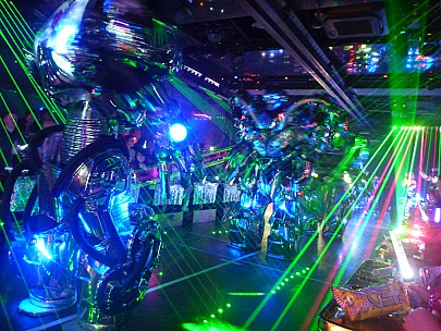 2015-02-07 19.24.44 P1010320 Simon - Robot Bar big robot and lasers.jpeg: 4000x3000, 5604k (2015 Feb 07 10:24)