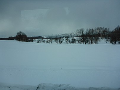 2016-02-22 15.27.52 P1000397 Simon - Niseko view from bus.jpeg: 4608x3456, 6223k (2016 Mar 26 02:27)