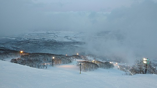 2016-02-26 17.29.39 IMG_20160226_172939958 Simon - night skiing view down Jagaimo course.jpeg: 4160x2340, 2257k (2016 Feb 26 09:02)