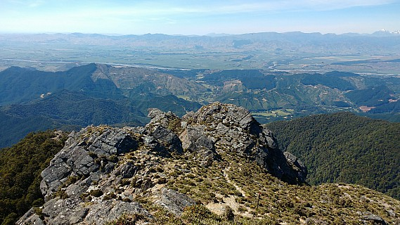 2017-12-03 09.50.04 IMG_20171203_095004398 Simon - view from Mt Riley.jpeg: 4160x2340, 2389k (2020 Apr 06 09:36)
