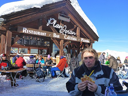 2018-01-23 12.55.11 P1010821 Simon - Jim at lunch at Plan Joran.jpeg: 4608x3456, 6352k (2018 Feb 18 06:56)
