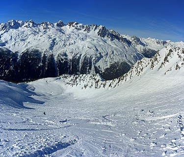 2018-01-23 13.51.04 Panorama Simon - Jim skiing Chamois bowl_stitch.jpg: 5537x4724, 25749k (2019 Aug 16 21:16)