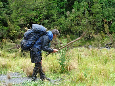 2019-01-20 15.39.06 DSC02610 Alan - Philip clearing thistles from the landing area.jpeg: 5152x3864, 8064k (2019 Jun 20 08:42)